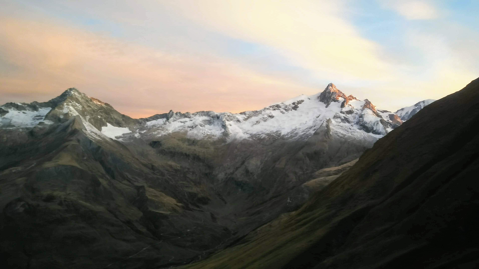 Tral du Petit Saint-Bernard 2019 - En pleine acsension du Col de l'Ouillon, le jour se lève